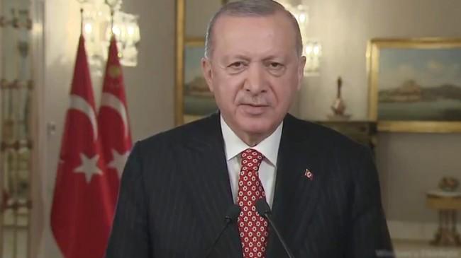 """Erdoğan, """"İnsanımıza sunduğumuz nice hizmetlerimizle İstanbul'u geliştirip güzelleştirerek emaneti koruyoruz"""""""