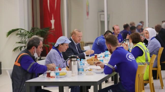 Erdoğan Tuzla'da işçilerle iftar yaptı