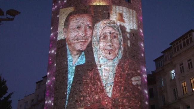 Galata Kulesi'ne Anneler Günü'ne özel yansıyanlar