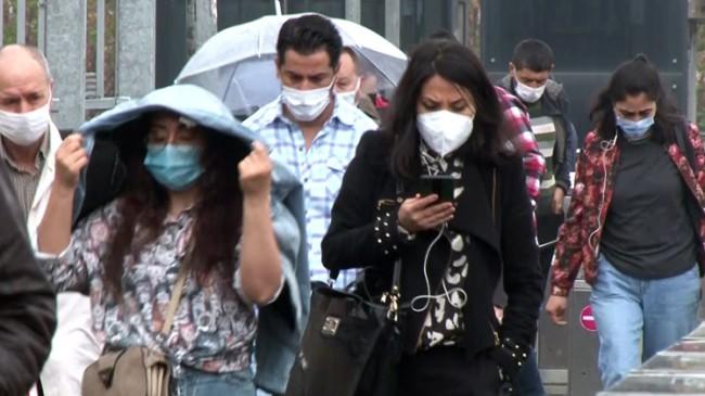 İstanbullular yağmura yakalandı