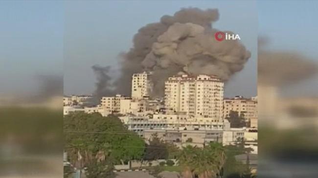 Katil İsrail, Gazze'yi vuruyor ve insanları öldürüyor, bütün dünya izliyor