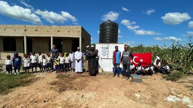 Uğurcan Çakır ve takım arkadaşları Tanzanya'da su kuyusu açtırdı