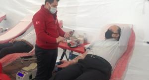 Maltepe Kaymakamı Mevftun Dallı, kampanyada kan bağışında bulundu