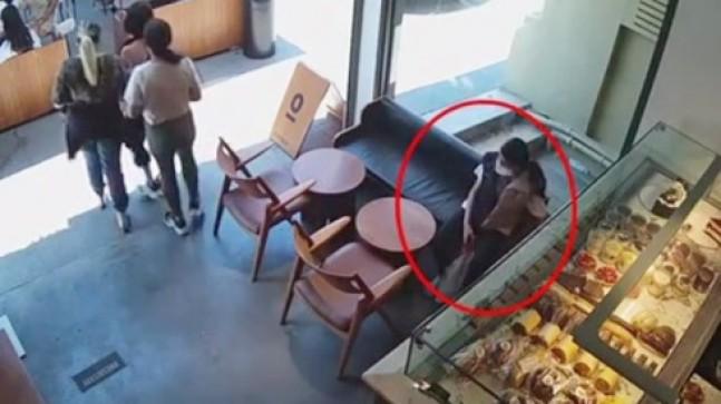 Kızların hırsızlığı kameralara yansıdı