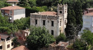 Tarihi bina madde bağımlıların meskeni oldu