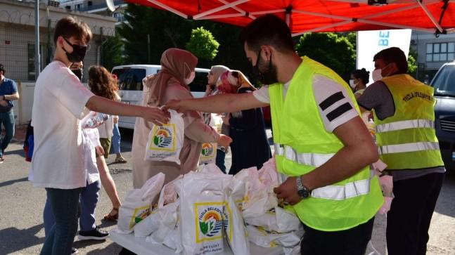 Tuzla Belediyesi'nden üniversite sınavına giren öğrencilere hediye