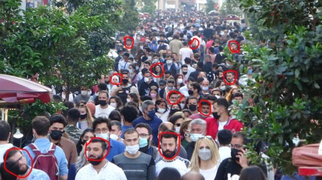 Bu sorumsuz kalabalığa rağmen İstanbul'da vaka sayısı iyi azalabilmiş