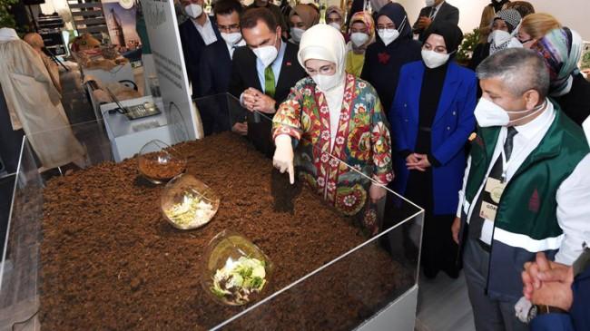 """Emine Erdoğan, """"Her atık çöp değildir!"""" sergisinin açılışını gerçekleştirdi"""