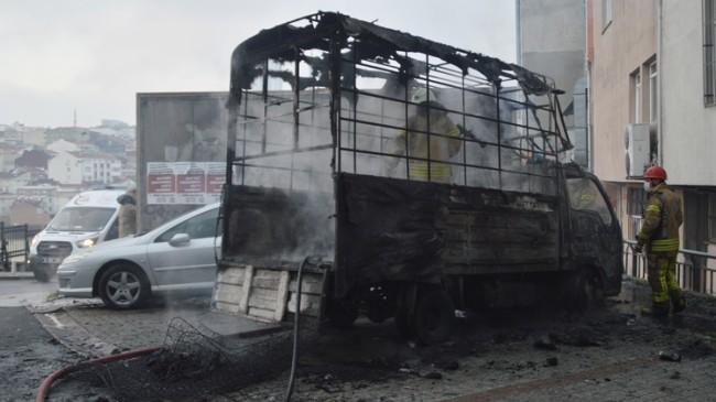 Isınalım derken kamyoneti yaktılar