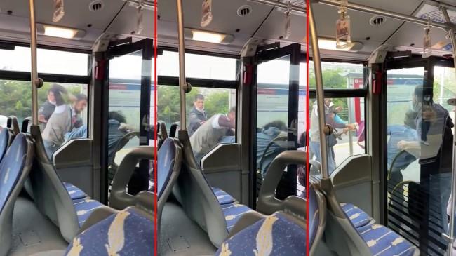Metrobüs durağında tekme tokat kavga