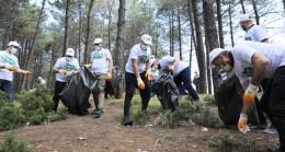 Çekmeköy Belediyesi'nden farkındalık oluşturmak için ormanlık arazide temizlik buluşması