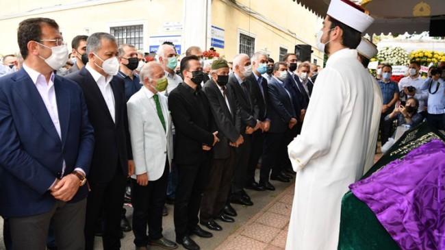 Tuzla Belediye Başkanı Şadi Yazıcı, annesini son yolculuğuna uğurladı