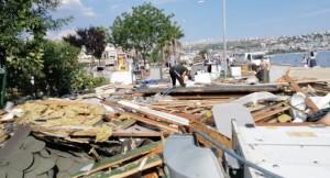 CHP'li İBB ve Büyükçekmece Belediyesi, AK Parti'li Zerrin Çağlar'ın yerini 400 zabıta zoruyla yıktı
