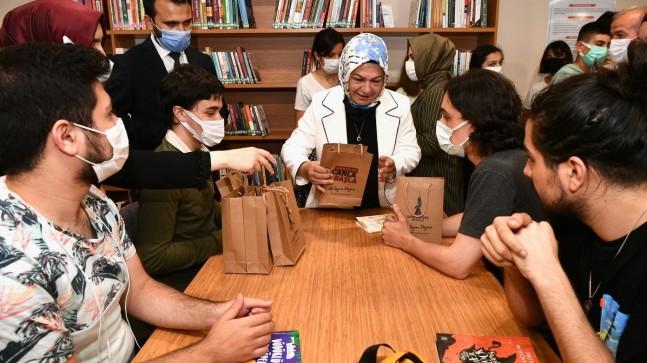 Türkiye'nin 8'inci AVM Kütüphanesi Sancaktepe'de açıldı