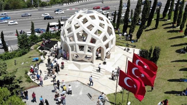 Şehitler Anıtına ardı ardına ziyaretler