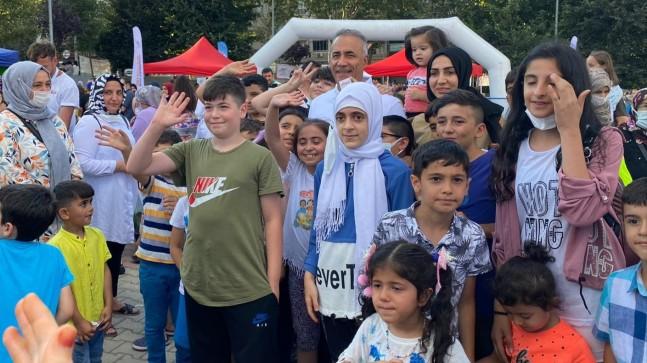 Sultangazili çocuklar, Kurban Bayramı'nda doyasıya eğlendi