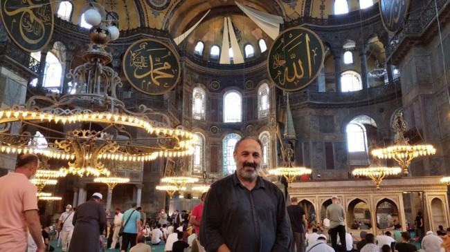 Ayasofya-i Kebir Camii'nin ibadete açılmasının 1'inci yıldönümünde ziyaretçi akınına uğradı