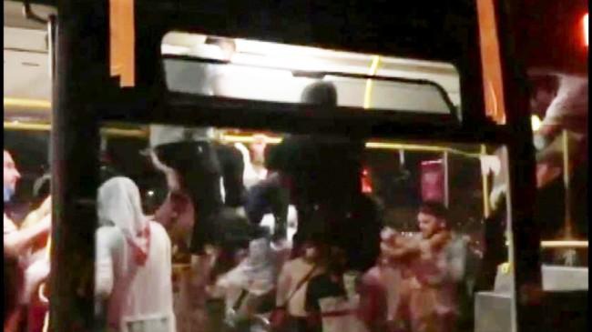 Maskesiz iki yolcu fena darp edildi
