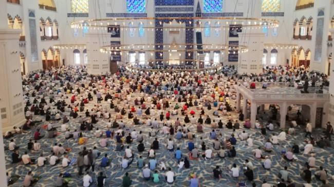 Çamlıca Cami'nde Kurban Bayram namazı huşu içinde kılındı