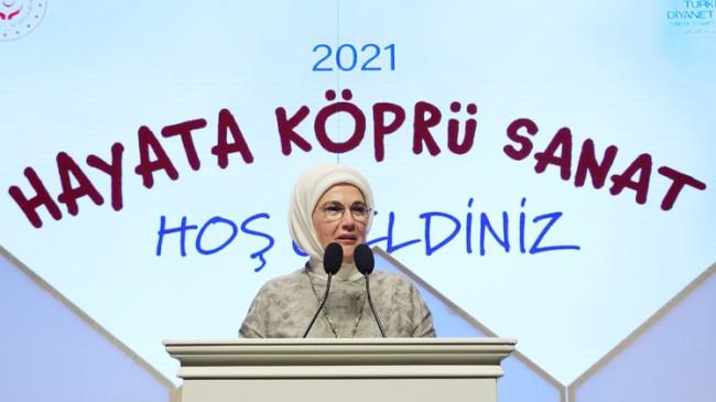 """Emine Erdoğan: """"Devletimiz, koruması altına aldığı çocukların iyi yetişmesi ve ihtiyaçlarının karşılanması için seferberdir"""""""