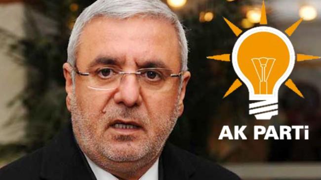 """Mehmet Metiner, """"AK Parti'de her düzeyde ciddi bir kibir-böbürlenme sorunu var!"""""""