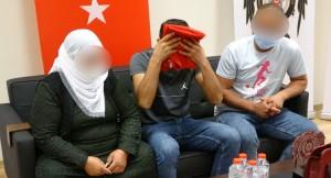 PKK'dan kaçan A.B isimli genç, Türk bayrağını öperek alnına koydu