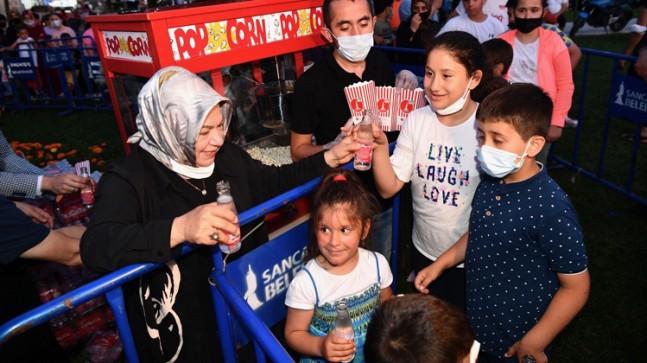 Sancaktepe Belediyesi, gazoz mısır ikramlı açık hava yazlık sinema günlerini başlattı
