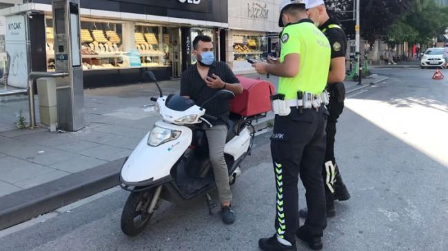 Trafik polisinden kask ve evrak kontrolü