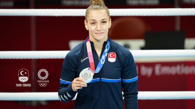 Buse Naz Çakıroğlu, Olimpiyatlarda gümüş madalya kazandı