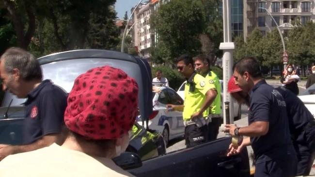 Üç yaşındaki çocuk arabanın içinde kilitli kaldı!