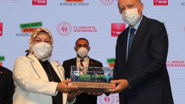 """Sancaktepe Belediyesi'ne """"Genç Dostu Şehirler"""" ödülü"""