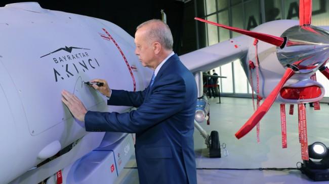 """Dünya Lideri Recep Tayyip Erdoğan, """"Bayraktar Akıncı TİHA hayırlı olsun"""""""