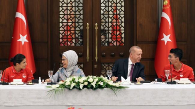 Erdoğan, Tokyo Olimpiyatları'nda madalya alan milli sporcularımızla buluştu