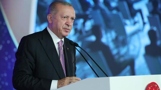 """Erdoğan, """"TSK'da FETÖ ile irtibatı olan yaklaşık 21 bin kişinin ilişiğini kestik"""""""
