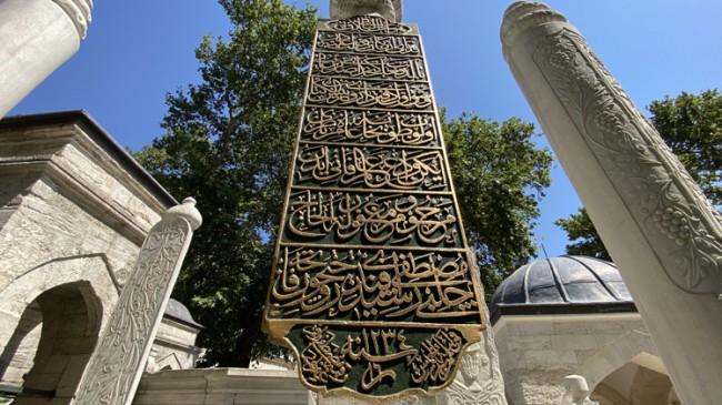 Eyüpsultan Mezarlığı'nda dünya çapında bilinen mezar taşı