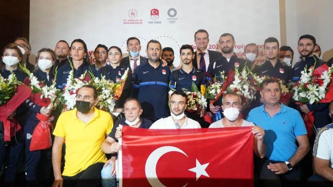 Olimpiyat kafilesi, Türkiye'ye döndü