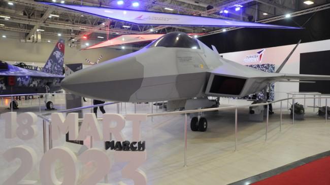 Savunma Sanayii Fuarı'nda 'Milli Muharip Uçak' haşmetli duruş sergiledi