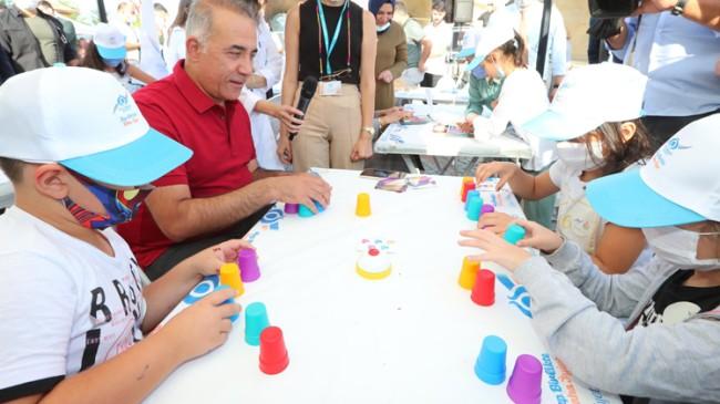 """Sultangazi Belediyesi'nin """"Bilim Otobüsü"""" mahallerde çocuklarla buluşuyor"""