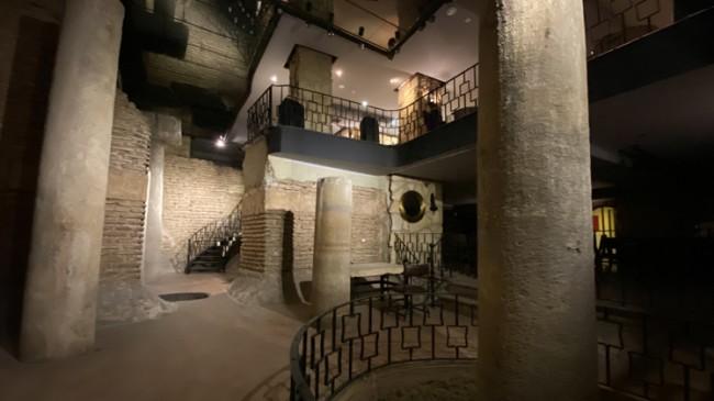 Tarihi yapının üstüne otel ve işhanı!