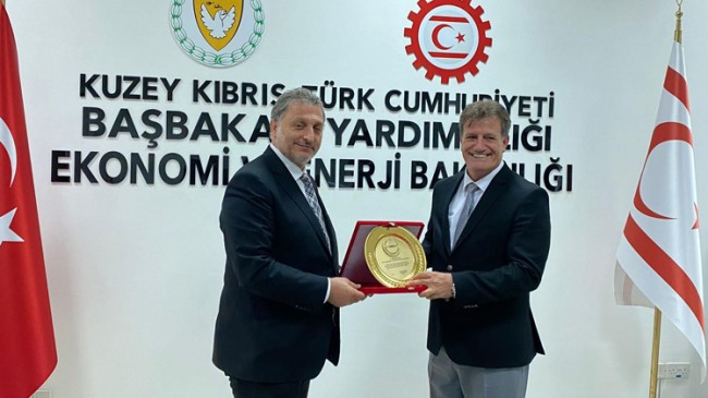 TÜMBİFED Başkanı Mehmet Hüsrev, KKTC'de devletin zirvesiyle görüştü