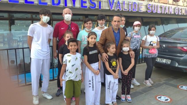 Üsküdar Belediyesi, genç sporcular ve ailelerine İstanbul Boğazı'nı gezdirdi