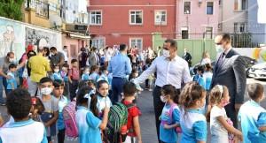 Başkan Yıldız, öğrencilerin ilk ders heyecanına ortak oldu