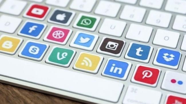AK Parti'den sosyal medyaya model arayışı