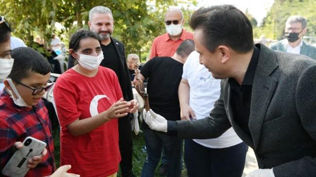Başkan Yazıcı, Tuzlalı özel çocukları kendi elleriyle cağ kebabı ile besledi