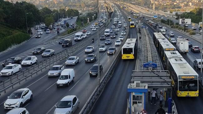 İstanbullar güne trafikle uyandı