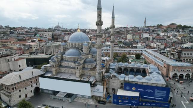 İstanbul'un simgelerinden Yeni Cami'de restorasyon çalışmaları bitmek üzere