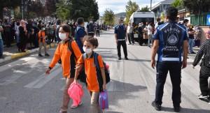 Pendik'te 'Okul Zabıta Ekipleri' görevde