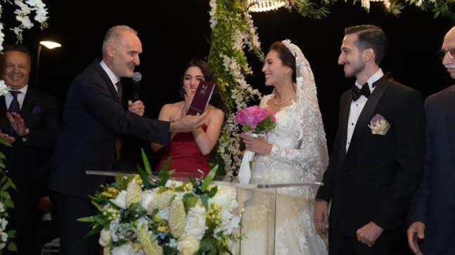 Tekstilci Bekir Taner Ateş'ın kızı Nilay Ateş, evliliğe ilk adımını attı