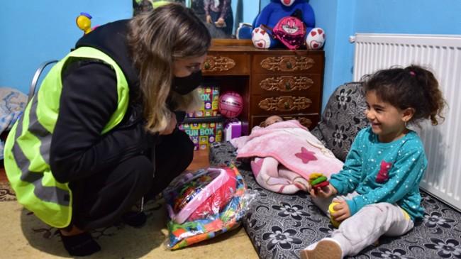 Tuzla Belediyesi Gönül Elleri Çarşısı, sel mağduru Bozkurtlu çocukları sevindirdi