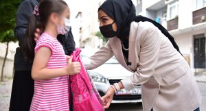 Tuzla Belediyesi'nden ihtiyaç sahibi çocuklara kırtasiye malzemesi desteği